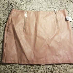 PLUS SIZE FOREVER 21 FAUX LEATHER SKIRT